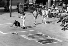 2005-7463 Straattekenaar op het Stadhuisplein.