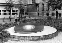 2005-7590-TM-7592 Gedenkplaat voor Louis Davids en W.T.C.Van boven naar beneden afgebeeld:-7590: Het Raamplein met het ...