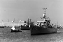 2005-7655-EN7656 Vlootbezoek:Van boven naar beneden afgebeeld:-7655: Fregatten op de Nieuwe Maas.7656:Fregatten aan de ...
