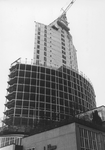 2005-7707 De bouw van het Wereldhandelscentrum, gezien vanaf het Beursplein.