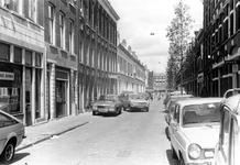 2005-7739 De Burgemeester Roosstraat. Op de achtergrond de Zwart Janstraat.
