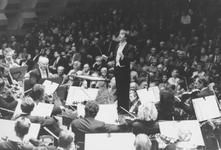 2005-7968-EN-7969 Het Rotterdams Philharmonisch Orkest:Van boven naar beneden afgebeeld:-7968: Dirigent James Conlon ...