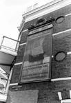 2005-8157 Reclame aan gevel in Raephorststraat op hoek van het Zwaanshals.