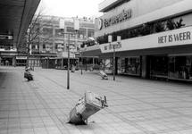 2005-8316-TM-8320 Vernielingen:Van boven naar beneden:-8316: Op de Lijnbaan.-8317: Het Binnenwegplein.-8318: ...