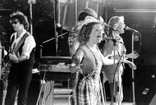 2005-8478-TM-8480 Popmuziek in het Zuiderpark (en vermoedelijk het Openluchtheater Dijkzigt). :Van boven naar ...