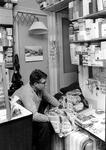 2005-8604 Portret van de sigarenwinkelier Swart, achter de sigarenwinkel in de Erasmusstraat.