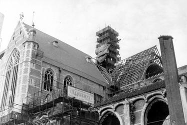 2005-8682-EN-8683 De Sint-Laurenskerk:Van boven naar beneden:-8682: De Sint-Laurenskerk wordt gerestaureerd.-8683: De ...
