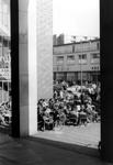 2005-8745-TM-8747 Het Beursplein:Van boven naar beneden:-8745: Op het Beursplein. Met terrras van café Carillon.-8746: ...