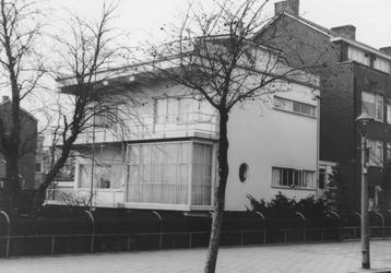 2005-8750 De Bentincklaan ter hoogte van een villa.