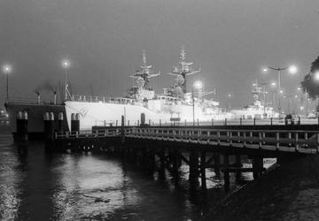 2005-9029-EN-9030 Engels vlootbezoek aan de Parkkade:Van boven naar beneden:-9029: Engelse fregattten aan de Parkkade.-9030: