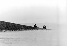 2005-9052 Op een krib aan de Nieuwe Waterweg.