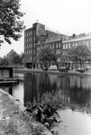 2005-9101 De Rotte gezien vanaf de Rechter Rottekade. Op de achtergrond de Linker Rottekade. Met het gebouw van de ...