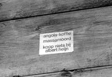 2005-9124 Een plakkaat aan gesloten winkel in de Jonker Fransstraat.