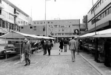2005-9372-TM-9374 Wijde Kerkstraat:Van boven naar beneden:-9372: De Wijde Kerkstraat met een boekenmarkt. Gezien vanaf ...