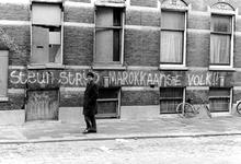 2005-9527 Tekst op muur aan de Vijverhofstraat.