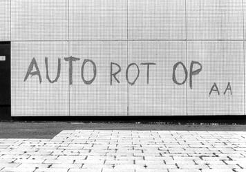2005-9571 Tekst op muur van het gebouw Akragon aan de Heer Bokelweg.
