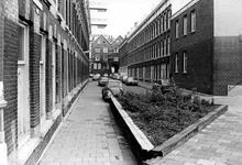 2005-9614 De Haarlemmerstraat gezien vanaf de Molenwaterweg.