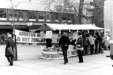 2005-9631 Op het Lijnbaanplein is een stand voor abortus in het ziekenfondspakket.