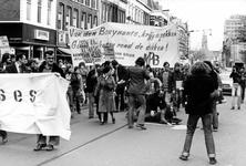 2005-9653-TM-9657 Protestdemonstratie:Van boven naar beneden:-9653: Protestdemonstratie op de Kruiskade tegen het ...