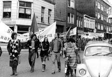 2005-9663-TM-9667 Protestdemonstratie:Van boven naar beneden:-9663: Protestdemonstratie in de Van Speykstraat tegen het ...