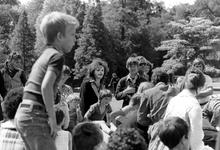 2005-9682-TM-9685 VolksfeestVan boven naar beneden:-9682: Een volksfeest in het Park.-9683:-9684: Spelende kinderen.-9685: