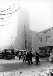 2005-9854-EN-9855 Boekenmarkt:Van boven naar beneden:-9854: De Wijde Kerkstraat met de boekenmarkt.-9855: Idem, vanaf ...