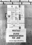 2005-9924 Protestplakkaat aan affiche aan muur van de achterzijde van het Centraal Station.