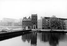 2005-9928 De Rechter Rottekade met drie van rond het jaar 1700 daterende panden ter hoogte van de Vriendenlaan. Gezien ...