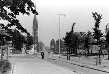 2005-9935 De Goudse Rijweg met op de achtergrond de Redemptoristenkerk, RK Kerk van de Allerheiligste Verlosser. Later ...