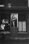 2006-339 Reclameborden voor rookwaren van North State en Van Rossem's Troost in de Gaffeldwarsstraat.