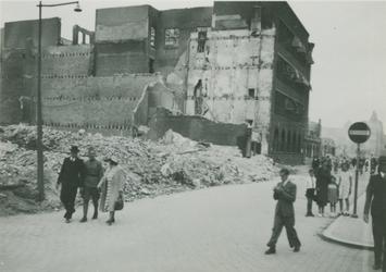 2006-709 De Teilingerbrug tijdens het dempen van de Rotterdamse Schie in de zomer van 1940.