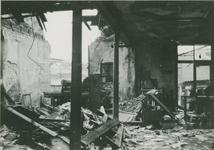 2006-713 Interieur van drukkerij Pro Patria aan de Molenwaterweg. Verwoesting veroorzaakt door Duits bombardement op 14 ...