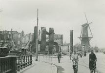 2006-716 De Marinierskazerne met links de Nieuwehaven, rechts molen de Noord op het Oostplein. Verwoesting veroorzaakt ...