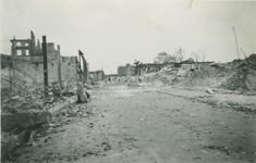 2007-1046 Hoogstraat ter hoogte van de Westewagenstraat naar het oosten. Verwoesting na Duits bombardement op 14 mei 1940.