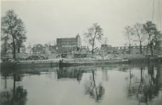 2007-1047 Wijnhaven na verwoesting van Duits bombardement op 14 mei 1940. Middenin achtergevel van N.V. Rotterdamsche ...