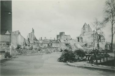 2007-1049 Rotterdamse binnenstad na Duits bombardement op 14 mei 1940. Locatie onbekend.