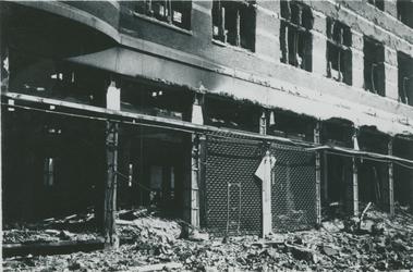 2007-1069 Modewarenhuis C&A in de Hoogstraat na verwoesting, veroorzaakt door Duits bombardement op 14 mei 1940.