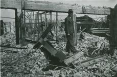 2007-1073 Korte Hoogstraat met modewinkel van B.J. Voss & Zonen. Verwoesting na Duits bombardement op 14 mei 1940.