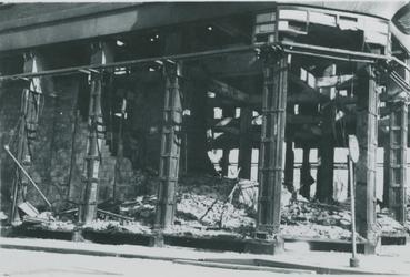 2007-1080 Modewarenhuis C & A op hoek Sint-Laurensstraat - Korte Hoogstraat Verwoesting na Duits bombardement op 14 mei 1940.