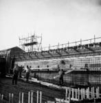-1298 Album met foto's van het slaan van de eerste en de laatste paal, het verloop van de bouw en aan het ...