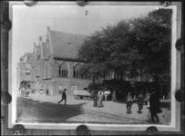 2008-207 Opnamen uit de glasnegatievencollectie ( collectie RDM ?). Afgebeeld 1 van 3 opnamen. -3: Botersloot met Prinsenkerk