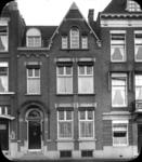 2008-3583 Stadsgezichten. 7 opnamen. Van boven naar bene- den: -1: Bergselaan-2: idem-3: Leuvehaven-4: woonhuis A. ...