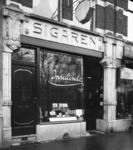 2008-3584 Stadsgezichten. 5 opnamen. Van boven naar bene- den: -1: sigarenwinkel Insulinde aan de Kruiskade-2: ...