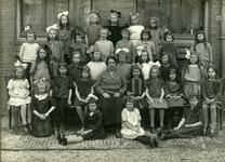 2008-3600 Foto's uit de nalatenschap van de familie Van Vreeswijk, eigenaar van het stucadoorsbedrijf Van Vreeswijk. 3 ...