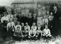 CAPHV-1131 Klassefoto van de Openbare Lagere School (Dorp) in Capelle aan den IJssel.