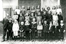 CAPHV-1143 Klassenfoto Openbare Lagere School 1 te Capelle aan den IJssel.