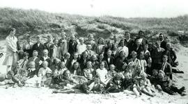CAPHV-1160 Schoolreisje naar Scheveningen van de Openbare Lagere School III aan de Kanaalweg 52 in Capelle aan den IJssel
