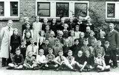 CAPHV-1161 Eerste klas van de Openbare Lagere School III aan de Kanaalweg 52.