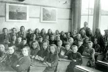 CAPHV-1175 Klassefoto van de Prins Alexanderschool aan de Bermweg.