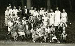 CAPHV-1181 Jonge damesclub afkomstig uit Capelle aan den IJssel tijdens een uitstapje.